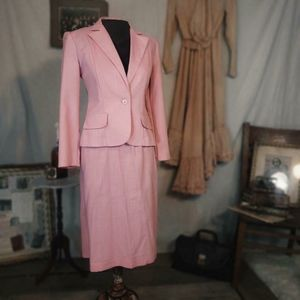 Vintage 1970s two piece pink suit!
